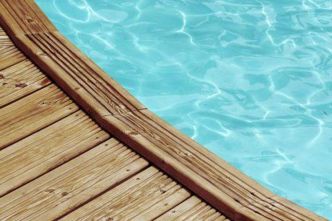 3 conseils pour bien choisir sa piscine en bois