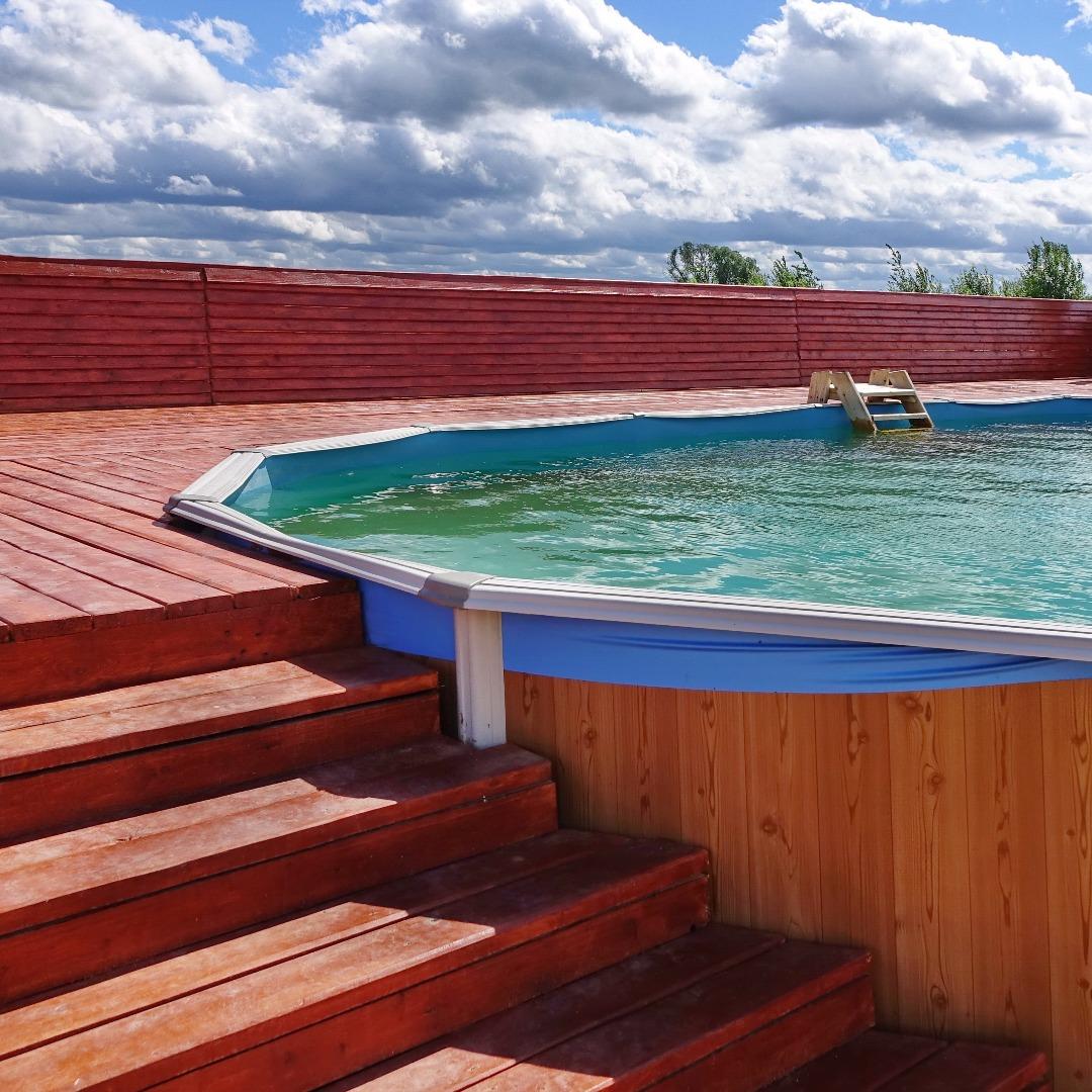 les diff rentes formes de la piscine en bois constructeur. Black Bedroom Furniture Sets. Home Design Ideas