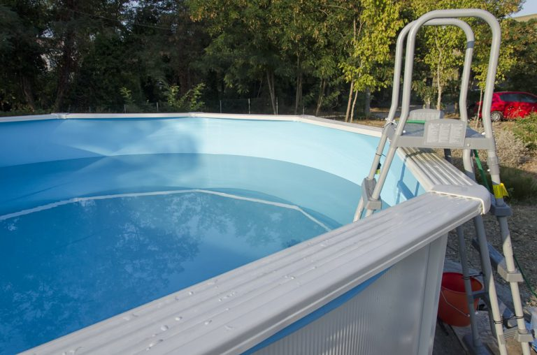 piscine en coque de polyester