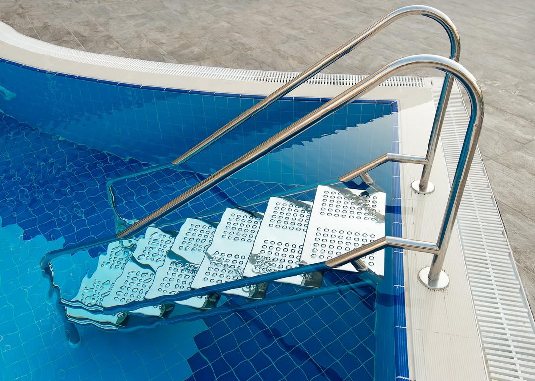 Nouveau concept la piscine en inox constructeur for Piscine inox