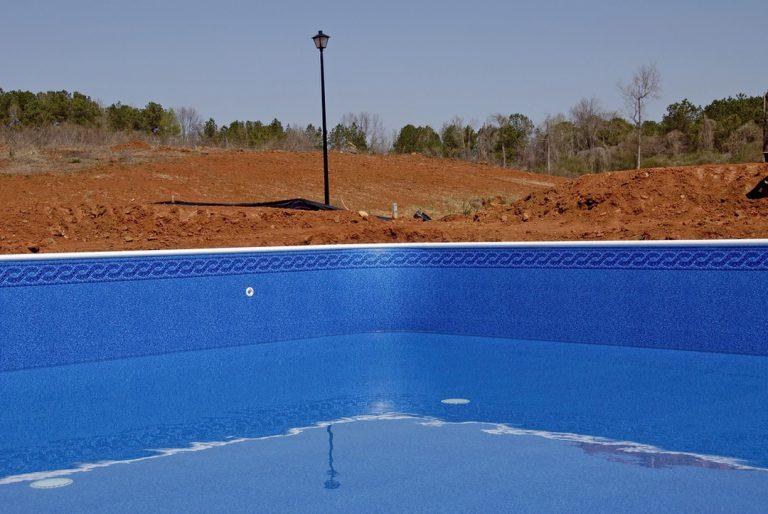 Entretien du liner de piscine