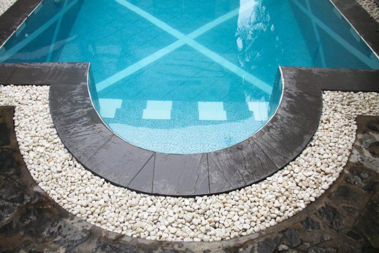 Comparatif des métaux pour faire une piscine
