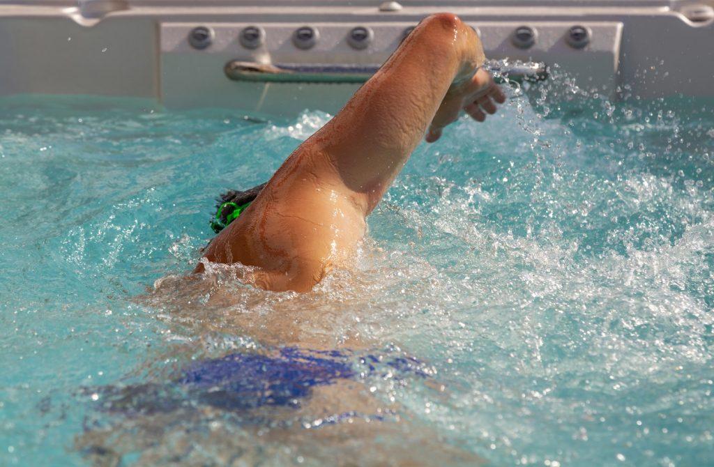 nage à contre courant