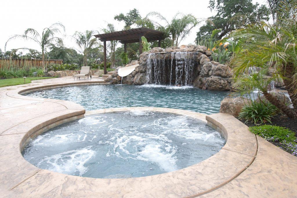 spa et piscine attenants